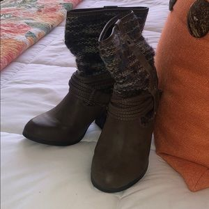 Brown leather short boots with sweater detail